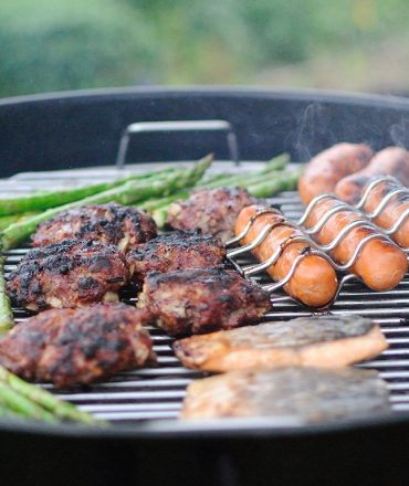 Sausages and barbeque with asparagus