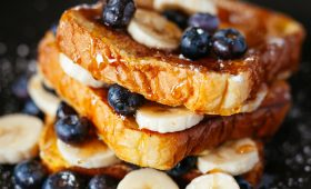Puff pastry with prunes and bananas